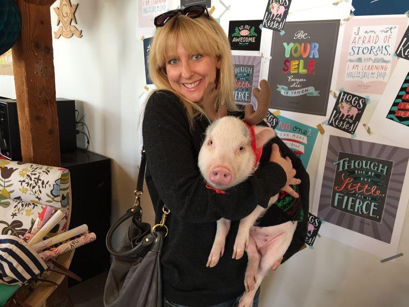 Sarah Loves Pigs!