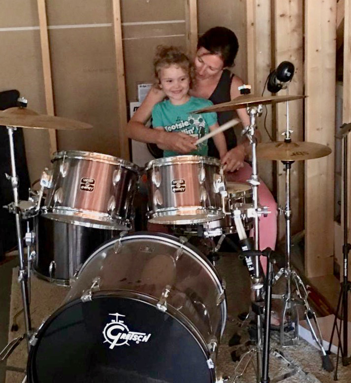 Jessy Teaching Quinn How to Play the Drums