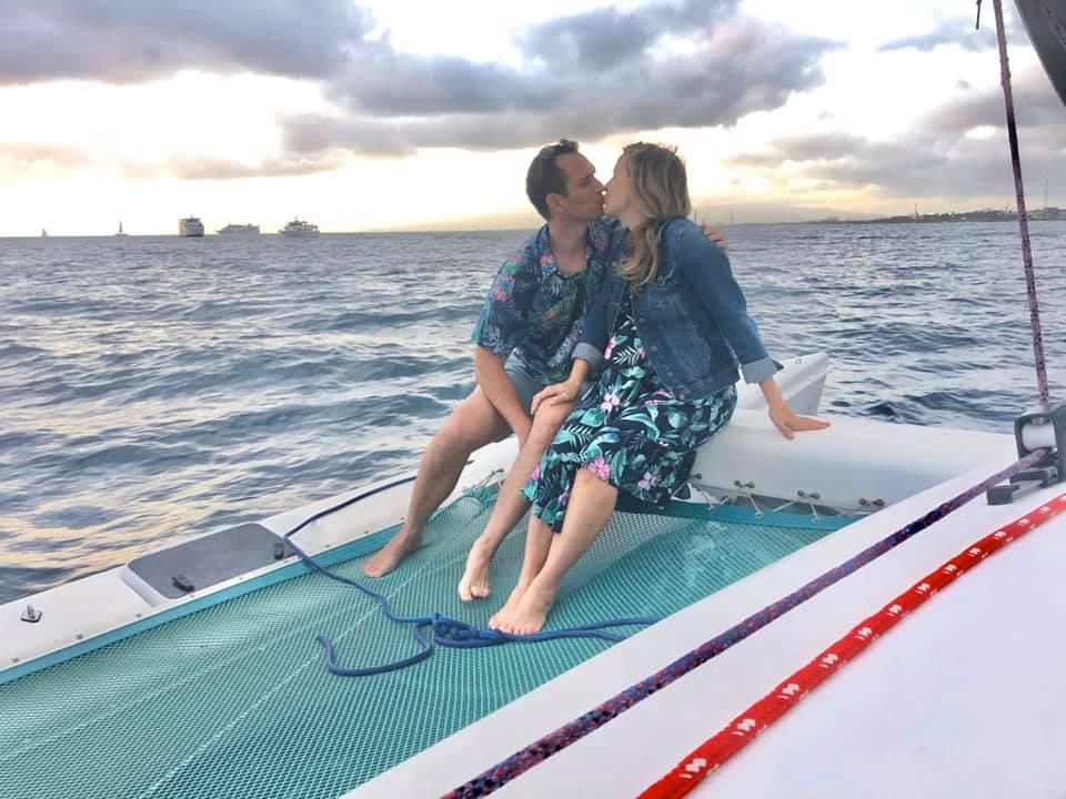 Sailing & a Waikiki Sunset = Perfect Kissing Moment!