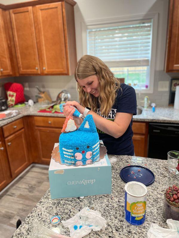 Meggan Decorating a Cake